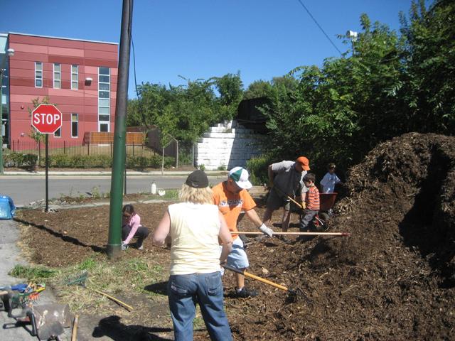 2007 Gateway Garden Work day